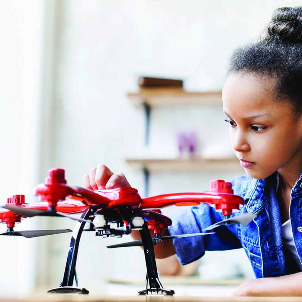 digtal kids: una bambina alle prese con la formazione digital